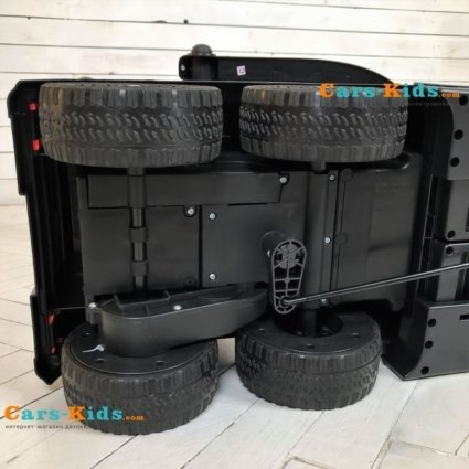 Электромобиль-каталка Mercedes-Benz G63 AMG 6x6 белый (педаль газа, музыка, свет фар, резиновые колеса, мягкое сиденье)